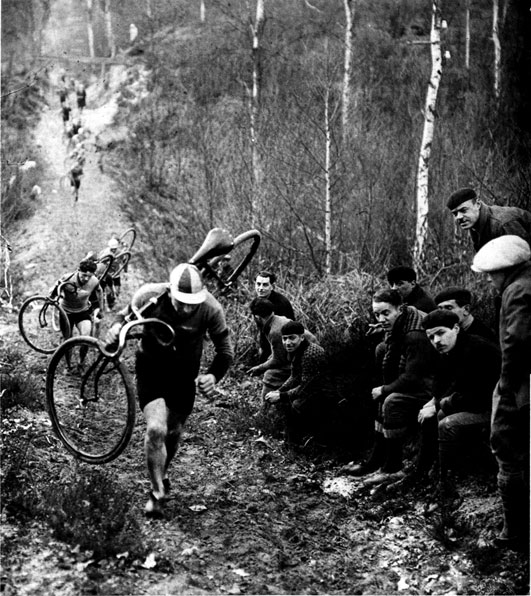 1930 Yılında Paris'te Yapılan Cyclocross Yarışı...