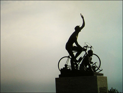 Fallen Cyclist Heykeli