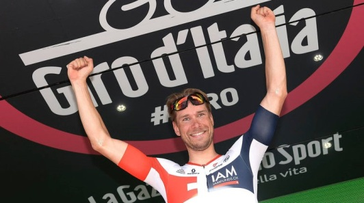 German rider Roger Kluge celebrates on the podium after winning the 17th stage of the Giro d'Italia, Tour of Italy cycling race, from Molveno to Cassano D'Adda , Wednesday, May 25, 2016. (Luca Zennaro/ANSA via AP)